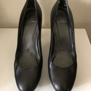 Stuart Wietzman black pumps